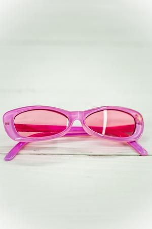 elementos de protección personal: beautiful pink kids sunglasses on white background Foto de archivo