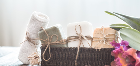 Spa composition of soap in a wicker stand with a tropical orchid on a light background, body care concept Stockfoto