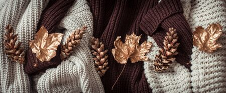 Hello Autumn flat lay background. Autumn background with cozy sweaters and gold leaves. Top view. Stockfoto