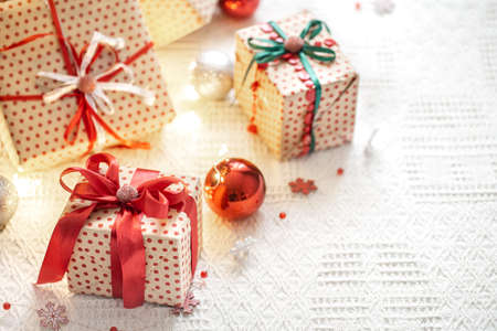 Festive cozy atmosphere on a light background with gift boxes. Christmas gift background . The concept of the celebration. 스톡 콘텐츠