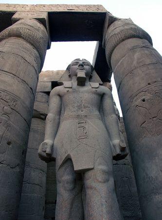 람세스 이집트 룩소르 사원에서 위대한 동상 스톡 콘텐츠