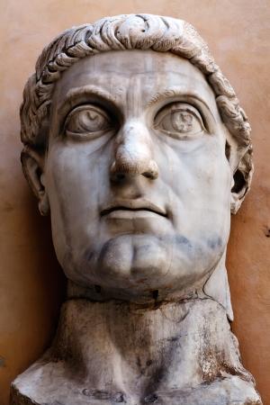 Coloso de Constantino era una estatua colosal acrolithic del difunto emperador romano Constantino el Grande (c. 280 337) residía el ábside occidental de la Basílica de Majencio cerca del Foro Romano en Roma.