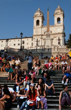 spagna: The Spanish Steps are a set of steps in Rome, Italy, climbing a steep slope between the Piazza di Spagna at the base and Piazza Trinit� dei Monti, dominated by the Trinit� dei Monti church at the top   Editorial