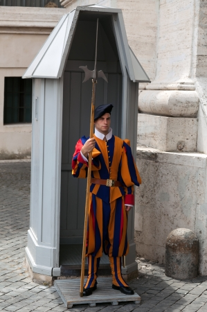 Swiss Guards or Schweizergarde are the Swiss soldiers who have served as bodyguards, ceremonial guards, and palace guards at foreign European courts since the late 15th century  Redakční