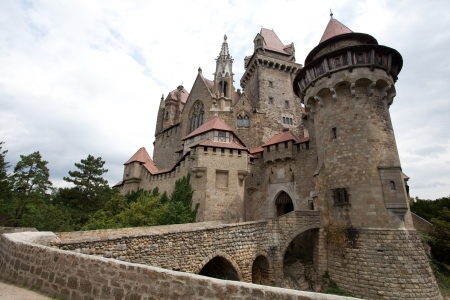 Kreuzenstein Castle, locally known as Burg Kreuzenstein, lies north of the village of Leobendorf, east of the city of Stockerau in the province of Lower Austria in Austria   新闻类图片