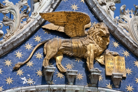 The lion of St Mark, symbol of imperial Venice on the Basilica San Marco Redactioneel