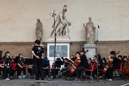 orquesta clasica: Orquesta cl�sica china que se realiza en la Loggia della Signoria en Florencia, Italia