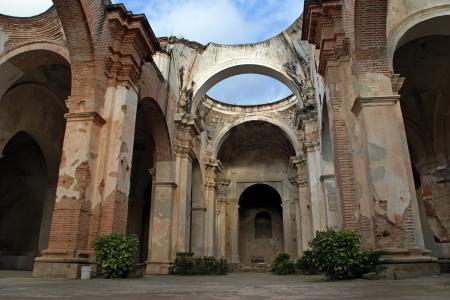 アンティグア、グアテマラの地震のによって破壊された大聖堂 de Santiago 写真素材 - 15938297