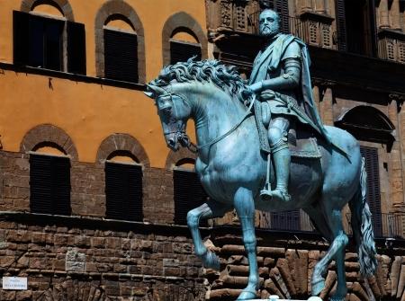 Het bronzen ruiterstandbeeld van Cosimo I de Medici in Florence, Italië