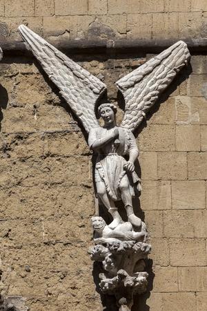 anjou: Cappella Pappacoda en N�poles, Italia fue construido en 1415 y nombrado despu�s de que el consejero del rey Ladislao de Anjou, Artusio Pappacoda.
