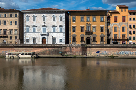 palazzo: The white facade of the 16th century Palazzo Lanfranchi-Toscanelli and the yellow facade of the 17th century Palazzo Roncioni on the Arno waterfront in Pisa, Italy.
