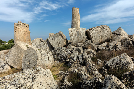 antiquity: Ruins of the Temple G (540-480 BC) in Selinunte, Sicily. One of the largest temples in antiquity, it reached a height of 30 m (98 ft) when complete.