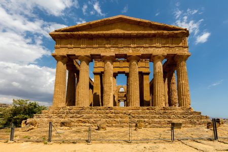 Ancient Greek (c.430 BC) Temple of Concordia in the Valley of the Temples, Agrigento is the largest and best-preserved Doric temple in Sicily and one of the best-preserved Greek temples in the world. Stok Fotoğraf - 71411104