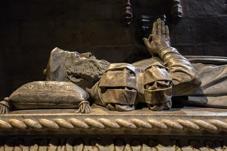 항해자의 무덤 바스코 다가 마, 제 모니 오스 수도원의 남쪽 측면 예배당에있는 1894 년에 코스타 Mota에 의해 새겨진 스톡 콘텐츠