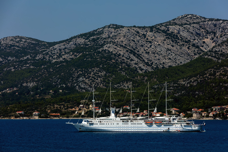 Korcula, Croatia, August 1, 2018: Club Med 2, a five-masted computer-controlled staysail schooner, sailing in Dalmatia. The ship combines seven computer-operated sails with diesel-electric power. Standard-Bild - 117737616