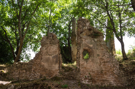 enchanting: Monterano (also known as Ancient Monterano) is a ghost town in Italy, located in the province of Rome, perched on the summit plateau of the hill tuff. Stock Photo