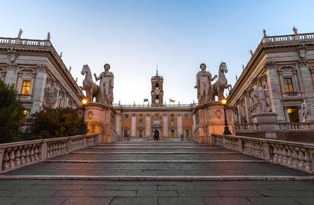 ローマ, イタリア - 2017 年 10 月 27 日 -、広場 Piazza del カンピドリオ広場、夜明け、ローマの市長の本部。