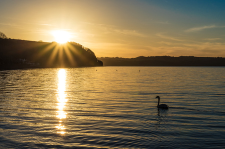 Anguillara Sabazia (Rome, Italy) - The Bracciano lake at sunset Standard-Bild