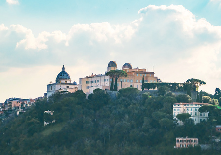 Castel Gandolfo, Italy - 11 November 2018 - A suggestive little town in metropolitan city of Rome, on the Albano Lake, famous for being the Popes summer residence. Here a view of historic center. 報道画像