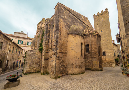 Tarquinia, Italy - 10 March 2019 - A characteristic view in the historic center of this gorgeous etruscan and medieval town in province of Viterbo, Tuscia, Lazio region, touristic attraction. Banque d'images - 121983176