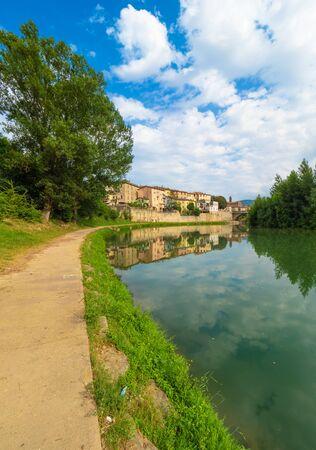 Umbertide (Italia) - Una piccola affascinante città medievale con castello in pietra sul fiume Tevere, provincia di Perugia. Qui il centro storico. Archivio Fotografico