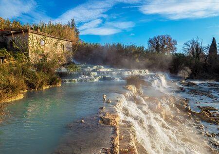 Saturnia (Toskana, Italien) - Das schwefelhaltige Thermalwasser von Saturnia, Provinz Grosseto, Toskana, im Winter