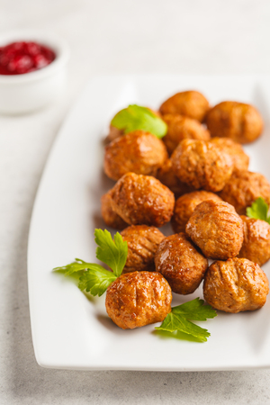 Swedish traditional meatballs on a white plate. Swedish food concept. Standard-Bild