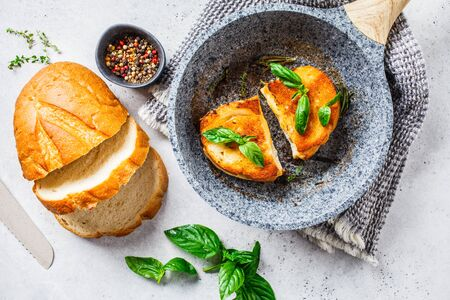 Fried sandwiches with cheese and wheat bread in a pan. Stockfoto