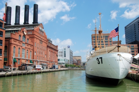 guard ship: Hard Rock Cafe Power Plant and USCGC Taney Coast guard ship in Maritime museum in Baltimore Inner Harbor