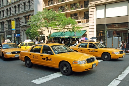 NEW YORK - CIRCA JULY 2009: The New York City Taxi circa July 2009 in New York City. Taxicabs with their distinctive yellow paint, are a widely recognized icon of the city. 新聞圖片