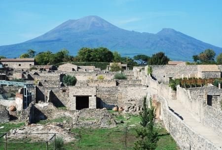 ビュー、ポンペイの遺跡のバック グラウンドでイタリアのベスビオ