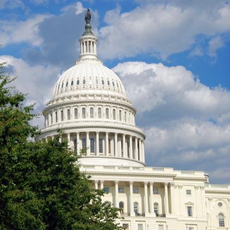 Vista exterior de EE.UU. Capitolio, en Washington DC con el cielo azul hermoso en el fondo Foto de archivo