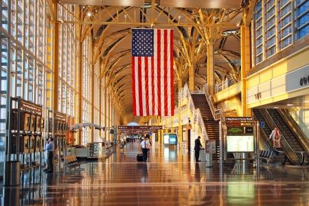 ロナルド レーガン ワシントン ・ ナショナル空港 6 月 9 日頃 DC: ワシントン DC、アメリカ合衆国で 6 月 9 日頃。国際便だけの土地が許可されます。