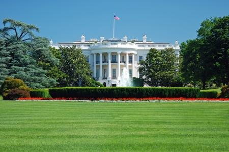 herrenhaus: Das Wei�e Haus in Washington DC mit sch�nen blauen Himmel