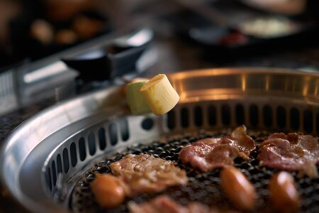 Grilled Marshmallows on asian grill style Imagens