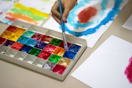 multiple color palette with hand hold brush for art work of kid or artist on workspace Stock fotó