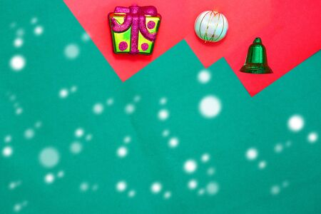 present box ,bauble and green ring on red and green background with copy space for new year and christmas time with snow fall Stock fotó