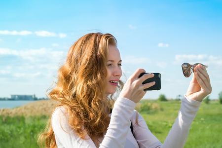 スマート フォンで自分の撮影モデル 写真素材