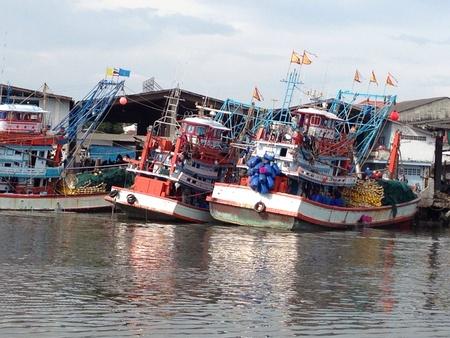 red: Puerto del barco de pesca barco