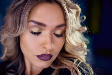 Model blonde woman in colorful bright neon lights posing in the Studio. Beautiful girl, trendy glowing makeup Imagens