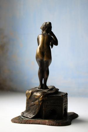 bronze statuette nyu Imagens