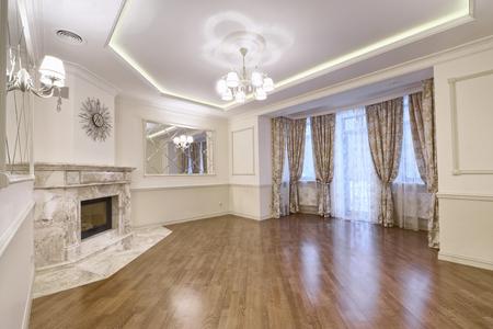 Rusland, het gebied van Moskou - woonkamer binnenlands ontwerp in luxebuitenhuis Stockfoto