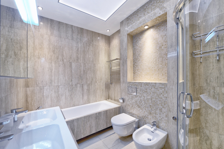 Modern interior of the bathroom in the new house. Standard-Bild
