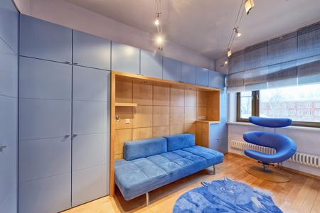 Interior children's bedroom for the boy in blue. Standard-Bild