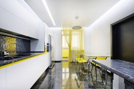 Interior design modern kitchen in the new house. Standard-Bild