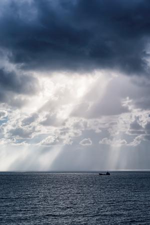 The sun's rays through the clouds over the black sea coast. Novorossiysk. The Village Of Shirokaya Balka Imagens