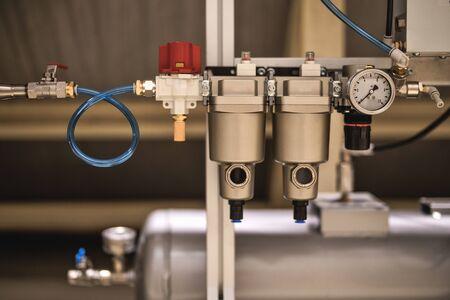 El secador de aire para compresor Sistema de unidad de presión de aire para máquina de medición Foto de archivo