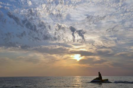 jet ski: El chico de la moto de agua en el mar