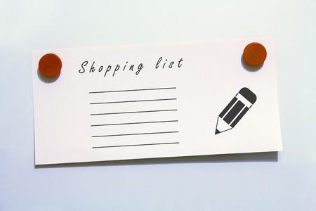 Kühlschrank Einkaufsliste Magnet : Bunte von magnet büroklammer text ist liebe auf grauem hintergrund