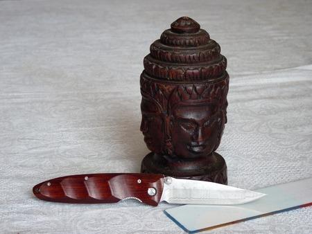 temperino: Temperino con una lama in acciaio damasco